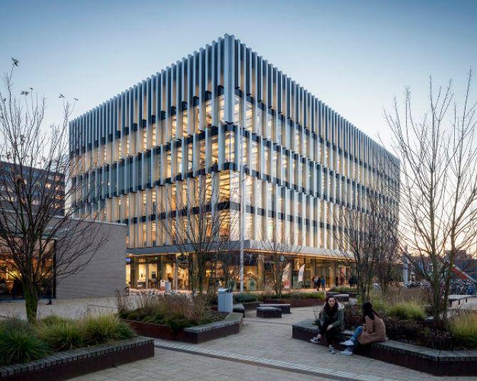 Экологичное здание Университета в Нидерландах 1