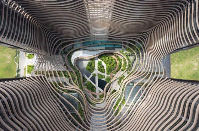 Небоскрёб с зелёным сердцем в Сингапуре 1
